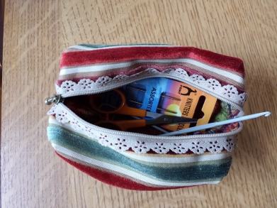 boxy pouch with liberty kilburn rose lining
